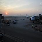 空港の朝日