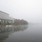 霧の阿寒湖